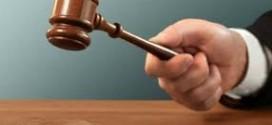 في حادثة طريفة قاضي عربي يعاقب نفسه