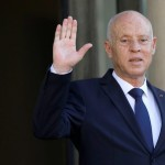 االرئيس التونسب يجمد عمل البرلمان ويقيل رئيس الحكومة